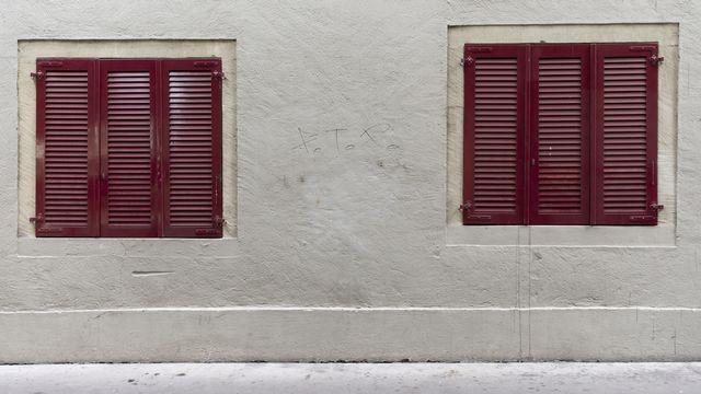 Les fenêtres fermées d'un restaurant à Berne le 24 décembre 2020. [Peter Klaunzer - Keystone]
