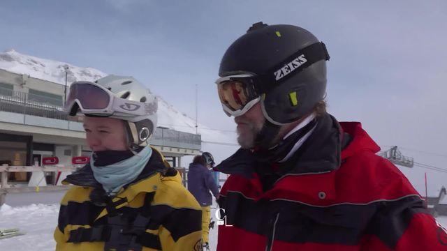 Normalement, 2 ans de formation sont nécessaires pour devenir guide de ski pour aveugles et malvoyants. Immersion express! [RTS]