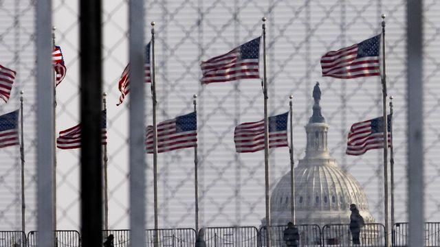 Des kilomètres de clôtures ont été érigés à Washington pour protéger le Capitole lors de la prestation de serment de Joe Biden. [Justin Lane - Keystone/EPA]