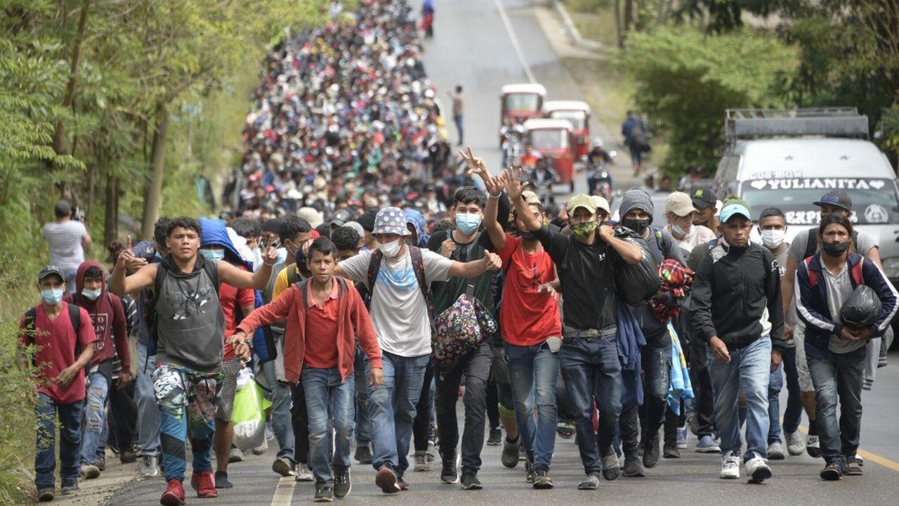 Les migrants honduriens en route vers les Etats-Unis se sont heurtés à la police guatémaltèque. [Johan Ordonez - AFP]