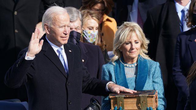 Joe Biden prête serment. [Kevin Lamarque - Reuters]