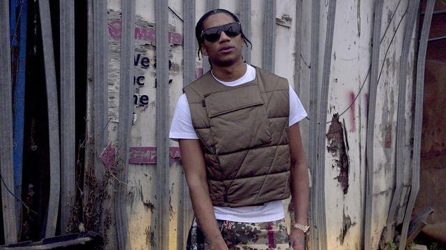 Le rappeur anglais Digga D, star de la UK drill, qui doit désormais prévenir la police au moins 24 heures avant de sortir de nouveaux sons, et lui fournir les paroles. [Lambent Productions - DR]