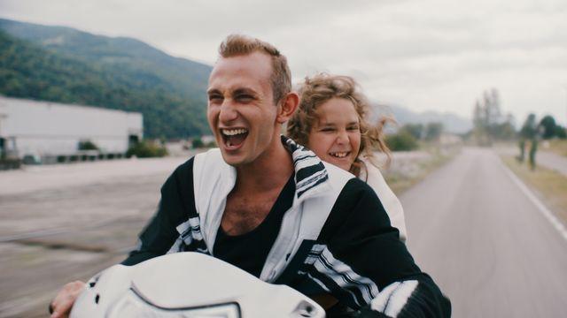 """""""Just Kids"""", un film de Christophe Blanc, avec Kacey Mottet Klein. [Blue Monday Productions, P.S. Productions Sàrl - RTS]"""