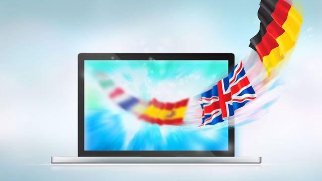 Des drapeaux de différents pays sortent d'un écran d'ordinateur. [HASLOO - Depositphotos]