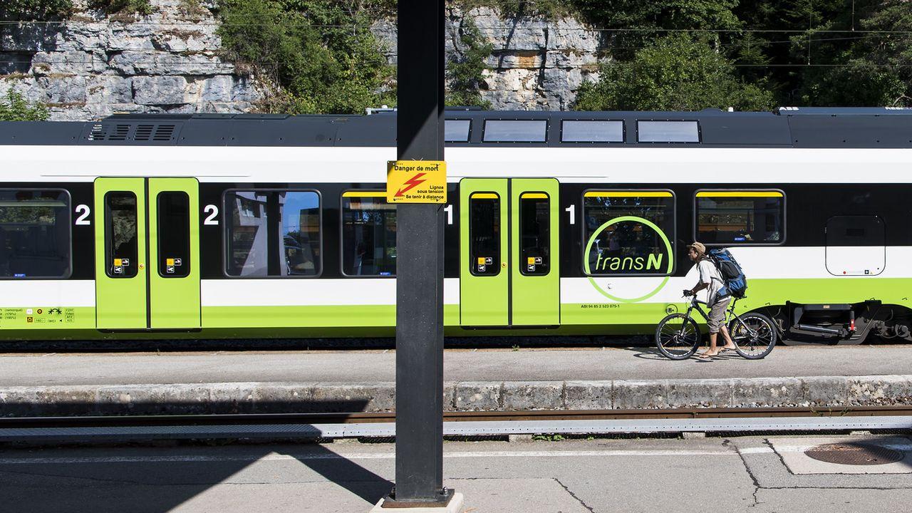 Le Conseil d'Etat neuchâtelois appelle à rejeter l'initiative cantonale pour des transports publics gratuits, déposée en février 2018. [JEAN-CHRISTOPHE BOTT - KEYSTONE]