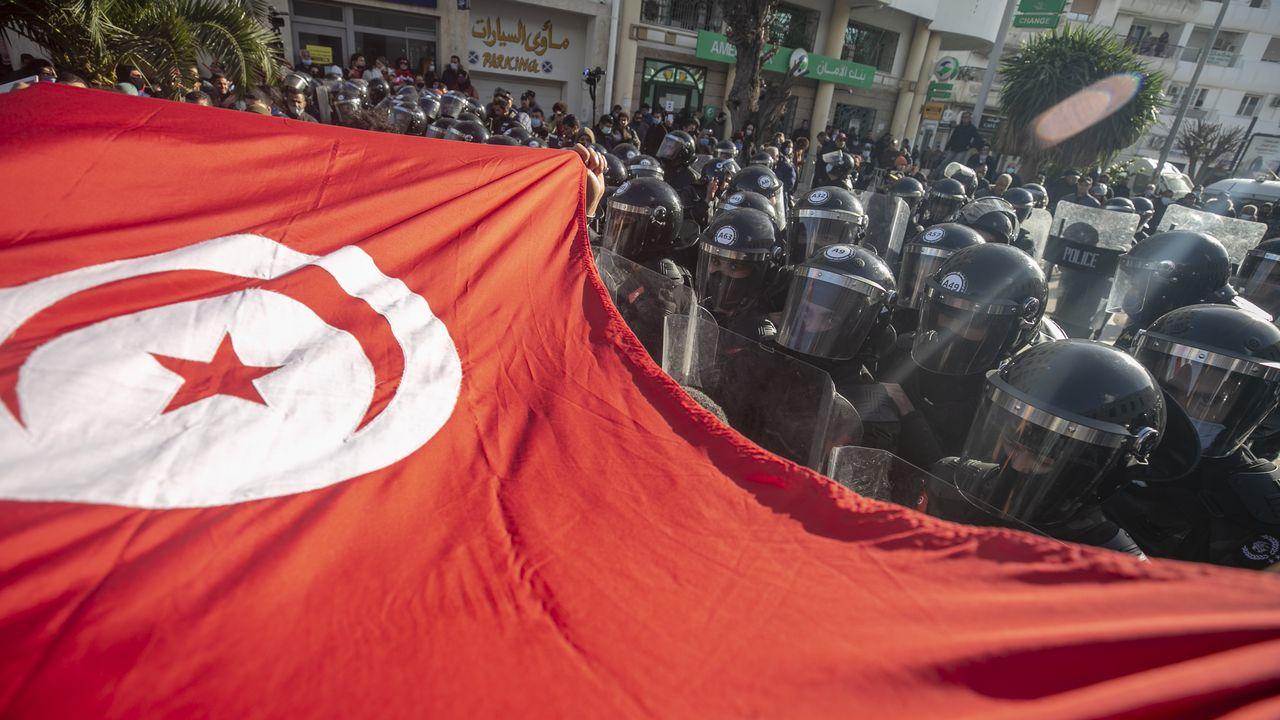 Le Parlement tunisien barricadé par un important dispositif policier [Yassine Gaidi  - Anadolu Agency -Afp]