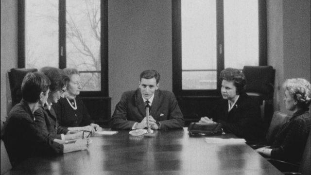 Rencontre avec des députées genevoises en 1962. [RTS]