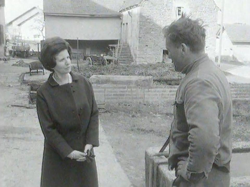 Jacqueline Guisolan en campagne pour le suffrage féminin dans la Broye fribourgeoise en 1969 [RTS]