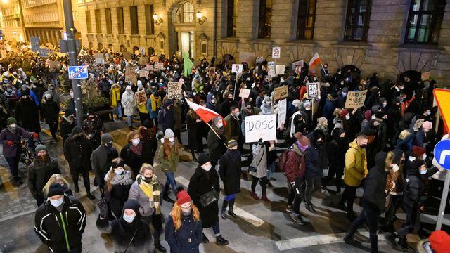Manifestations en Pologne contre la quasi-interdiction de l'avortement. [Jakub Kaczmarczyk - EPA]