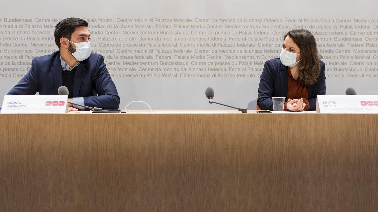 Cédric Wermuth et Mattea Meyer devant la presse. [Alessandro della Valle - Keystone]