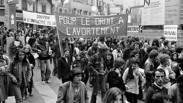 """Défilé en faveur de l'avortement, une photo tirée du film """"30 ans de délai"""" d'Alex Mayenfisch. [Fotolib]"""
