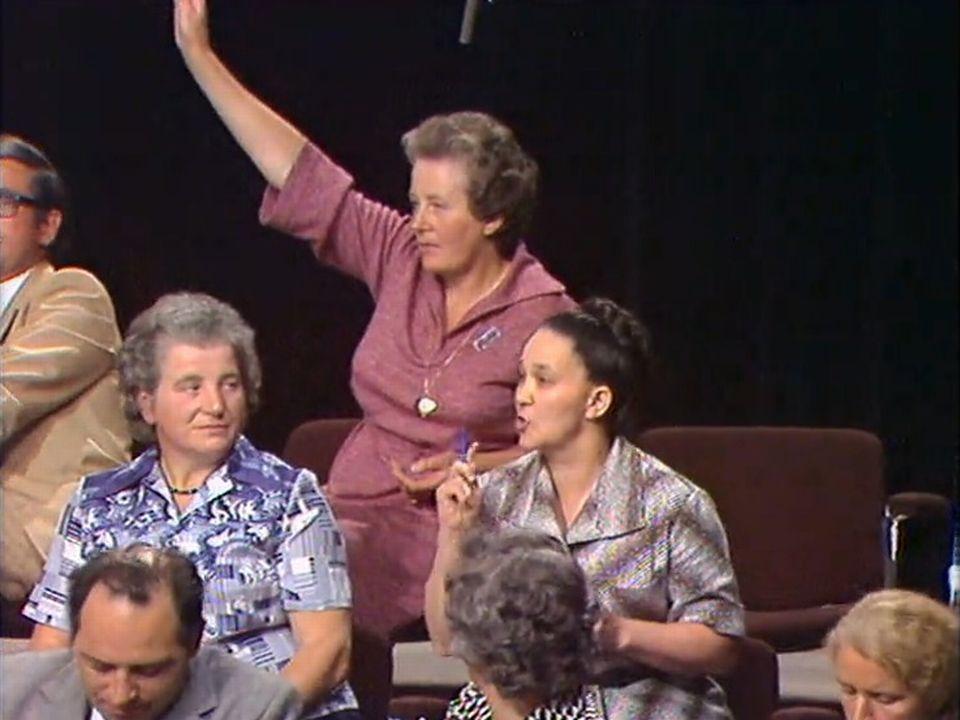 Les mères de famille protestent de n'avoir pas eu la parole à la fin du débat sur l'avortement. [RTS]