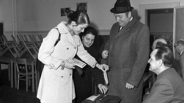 En ville de Berne, les femmes ont été autorisées à voter au début de l'année 1970, soit un an avant le droit de vote au niveau fédéral. [Joe Widmer - Keystone/Archive]