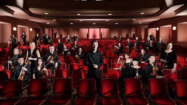 L'Orchestre de Chambre de Lausanne et son chef Joshua Weilerstein. [Fred Merz - ocl.ch]