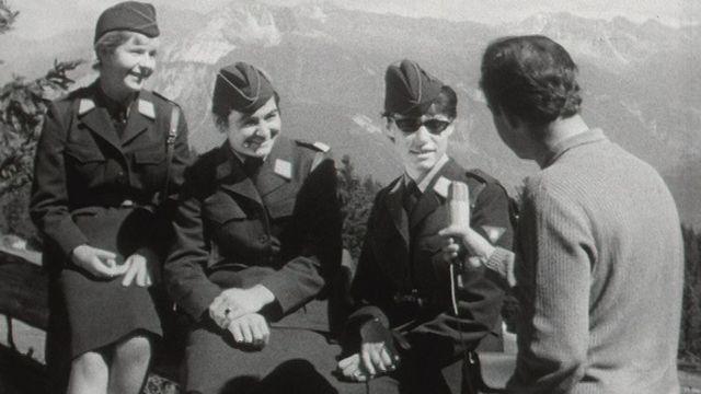Elles se sont engagées pour la défense nationale suisse, mais ne sont pas forcément favorables au suffrage féminin. [RTS]