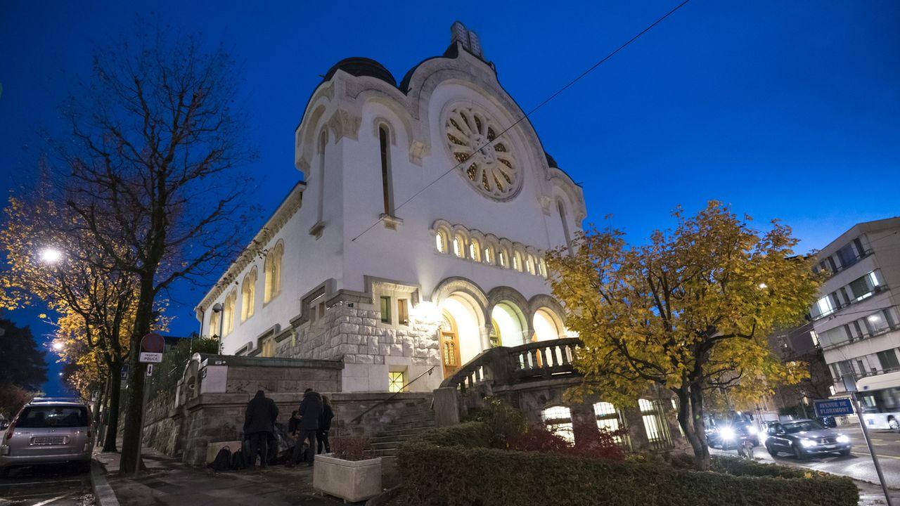 Un paquet de lardons a été déposé devant la synagogue de Lausanne. [Adrien Perritaz - Keystone]