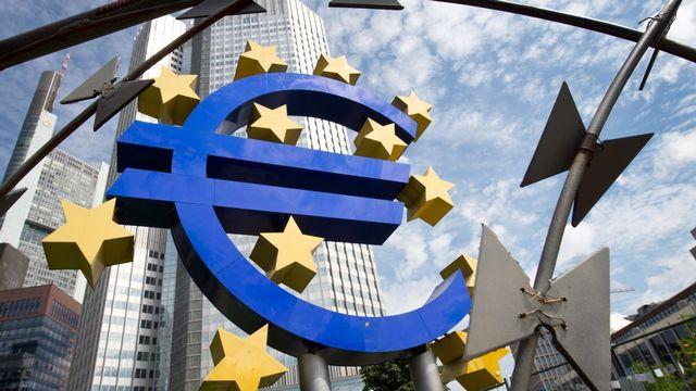 La sculpture devant le siège de la Banque centrale européenne, à Francfort en Allemagne. [Boris Roessler - EPA/Keystone]