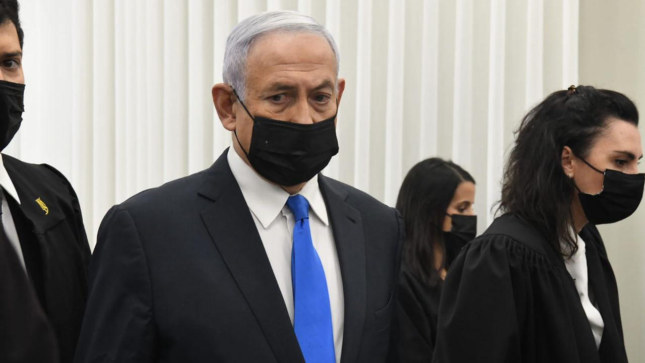 Benjamin Netanyahu à son procès à Jérusalem. [AP Photo/Reuven Castro - Keystone]