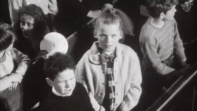 Enfants chantant en 1965. [RTS]