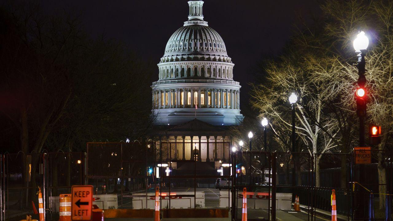 Le Capitole derrière des barrières de sécurité le 9 février 2021. [AP Photo/J. Scott Applewhite - Keystone]