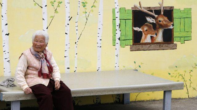 Une personne âgée en Corée du Sud. [Barbara Walton - Keystone/EPA]