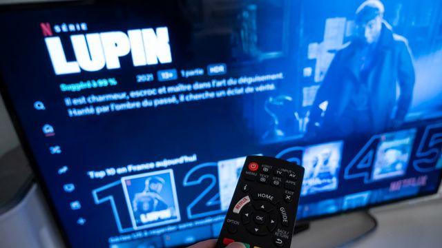 """La série française """"Lupin"""" s'est classée numéro 1 dans une dizaine de pays dont le Brésil, le Vietnam, l'Argentine ou l'Espagne depuis sa sortie sur Netflix en janvier. [Riccardo Milani / Hans Lucas - AFP]"""