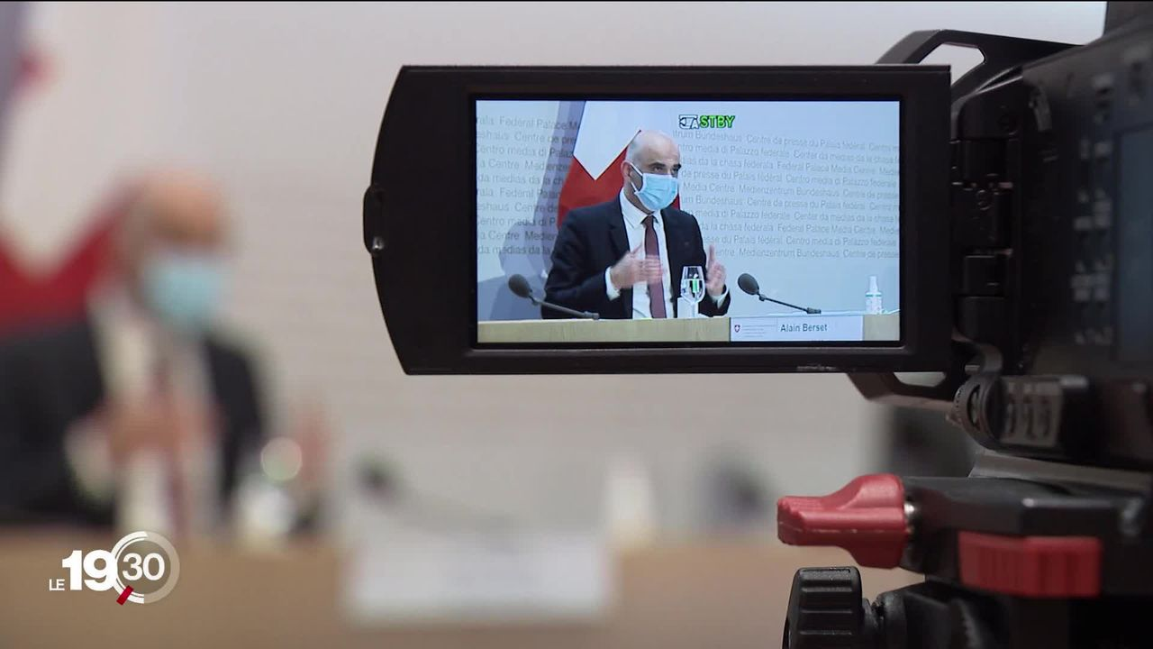 Le Conseil fédéral a annoncé des premiers assouplissements. [RTS]