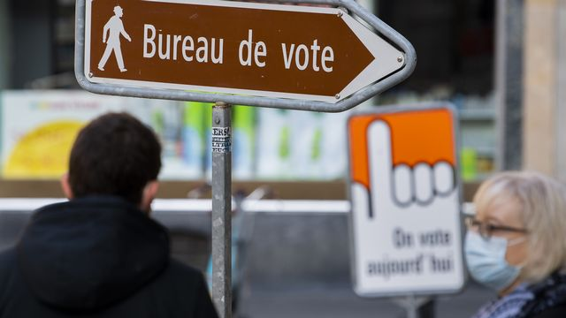 Le 7 mars, les cantons de Fribourg, du Valais et de Vaud renouvellent leurs autorités communales et cantonales. Une période démocratique qui est marquée par le Covid-19. [JEAN-CHRISTOPHE BOTT - KEYSTONE]