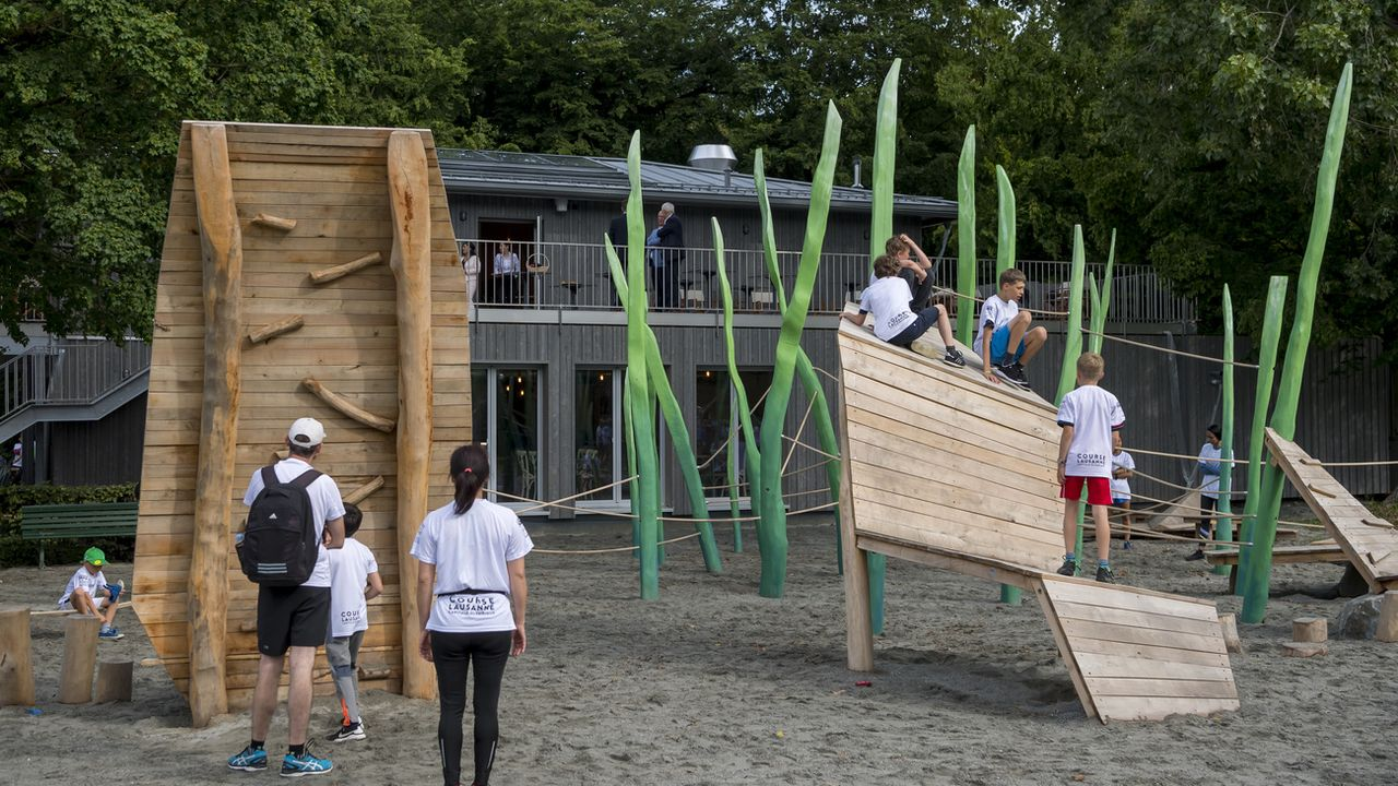 La place de jeux de Vidy, à Lausanne, a été rénovée récemment. [Jean-Christophe Bott - Keystone]