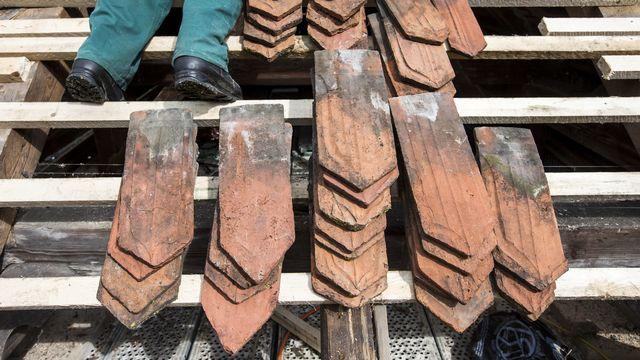 Des tuiles plates à l'ancienne étaient encore fabriquées à Bardonnex (image d'illustration). [Alexandra Wey - Keystone]