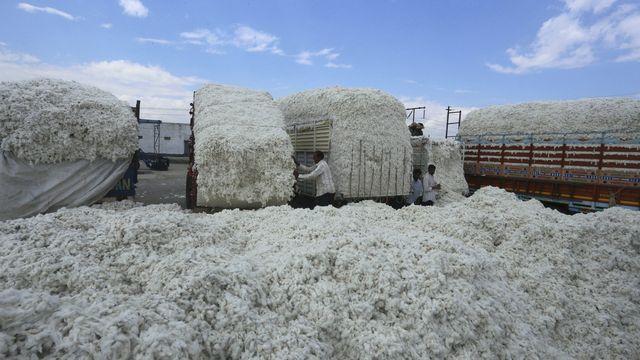 De nombreuses entreprises, notamment actives dans l'industrie du textile, travaillent dans la région du Xinjiang. [Sanjeev Gupta - Keystone]