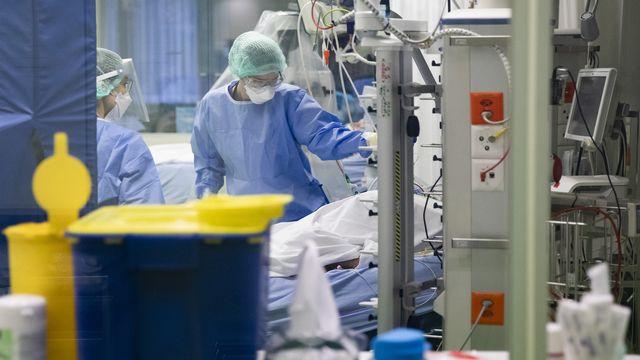 Un patient Covid à l'hôpital de Bâle. [Peter Klaunzer - Keystone]