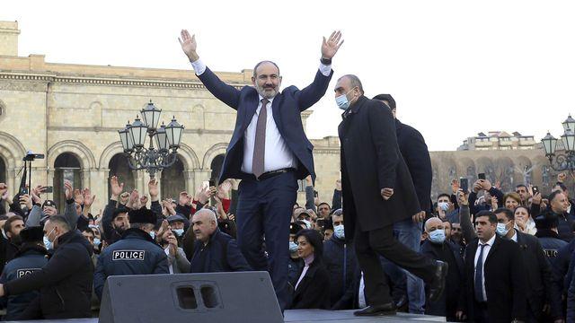 Le Premier ministre arménien Nikol Pachanian a pris la tête de 20'000 de ses partisans. [Stepan Poghosyan - AP]
