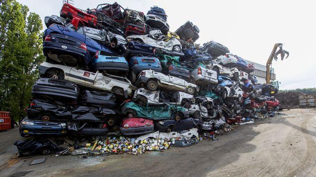 Les voitures et autres véhicules hors d'usage sont recyclés à 97% en Suisse, soit 76'000 tonnes par année. [GAETAN BALLY - KEYSTONE]