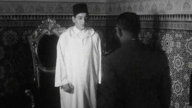 Première sortie officielle pour le jeune roi Hassan II du Maroc.