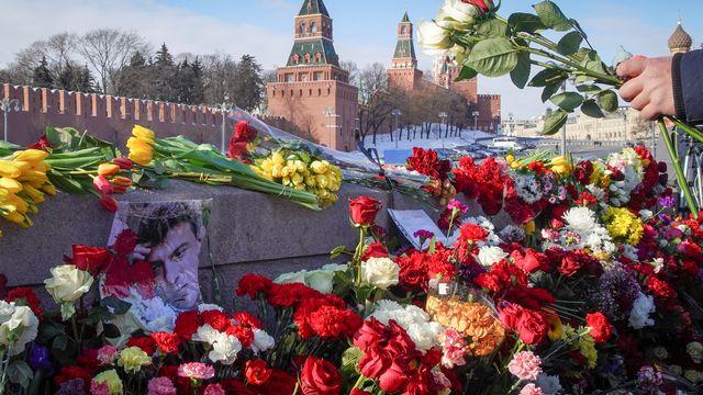 Des milliers de Russes rendent hommage à l'opposant assassiné Boris Nemtsov. [Tatyana Makeyeva - Reuters]