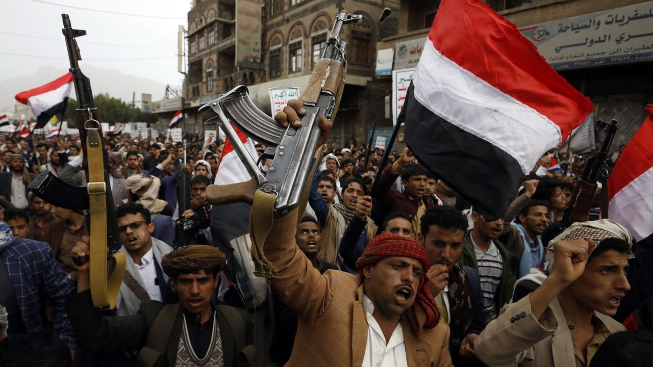 Des partisans houtis réunis à Sanaa. [EPA/Yahya Arhab - Keystone]