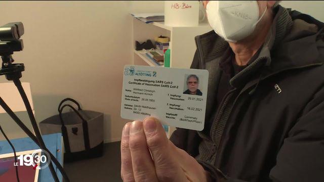 En Israël le passeport vaccinal est déjà une réalité. L'idée fait son chemin en Europe. [RTS]