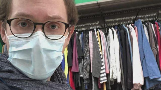 Les vêtements de seconde main en supermarché [RTS]