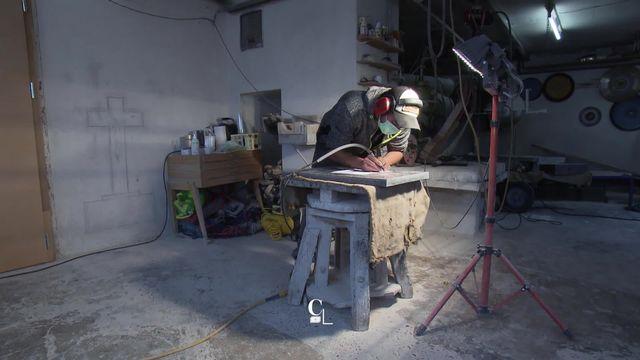 """""""Savoir-faire"""": le marbrier des Franches-Montagnes [RTS]"""