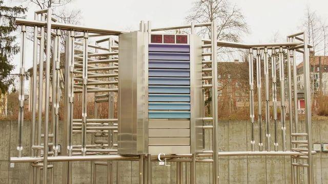 Entre oeuvre d'art, horloge et instrument de musique: le carillon du MIH de la Chaux-de-Fonds. [RTS]