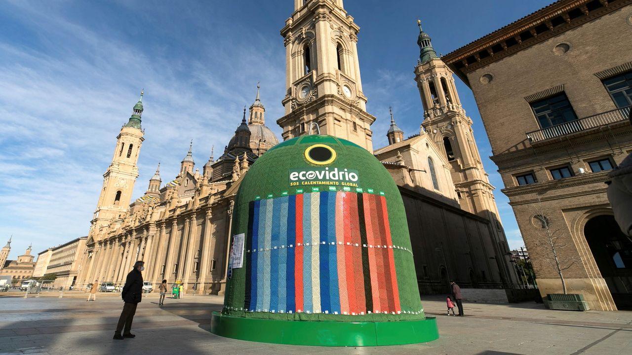 Un collecteur géant de bouteilles vides en Espagne. [EPA/Javier Cebollada - Keystone]