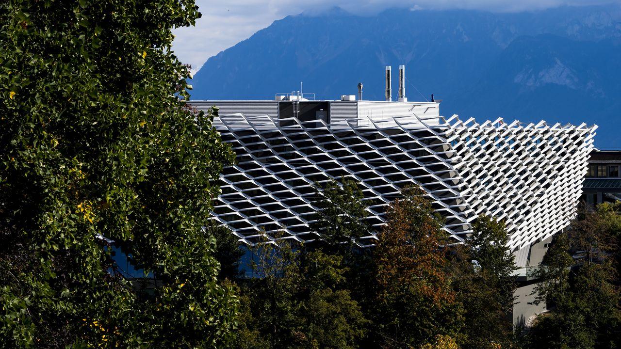 Une vue du bâtiment AGORA à Lausanne, le pôle de recherche translationnelle sur le cancer, qui abrite le Swiss Cancer Center Léman (SCCL). [Jean-Christophe Bott - Keystone]