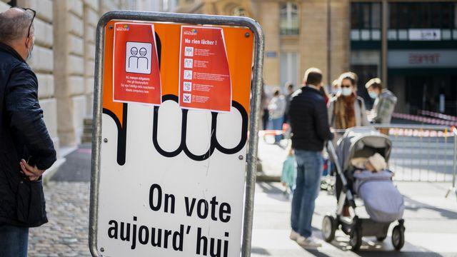 Le référendum contre la Loi Covid-19 a officiellement abouti, a indiqué la Chancellerie fédérale. [Jean-Christophe Bott - Keystone]