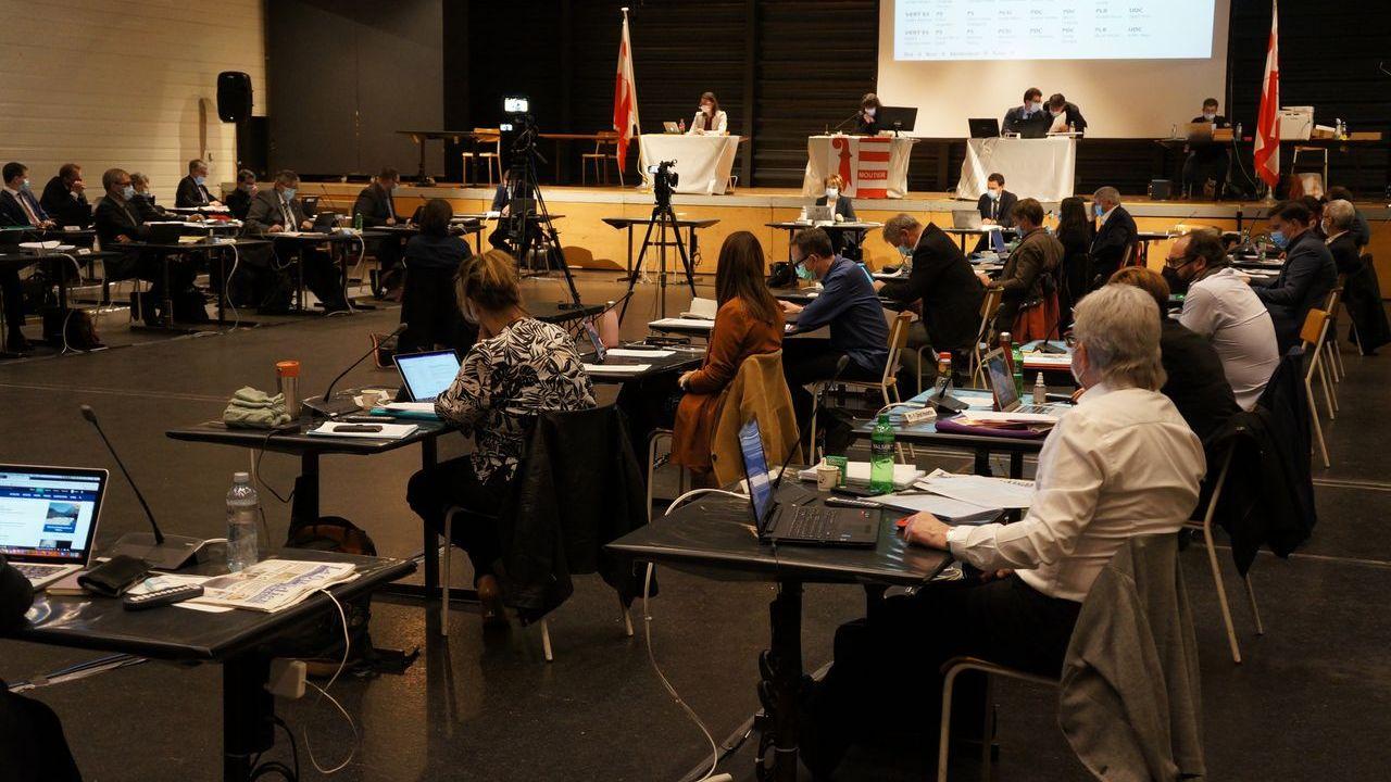Le parlement jurassien en séance à Delémont le 3 mars 2021. [Gaël Klein - RTS]