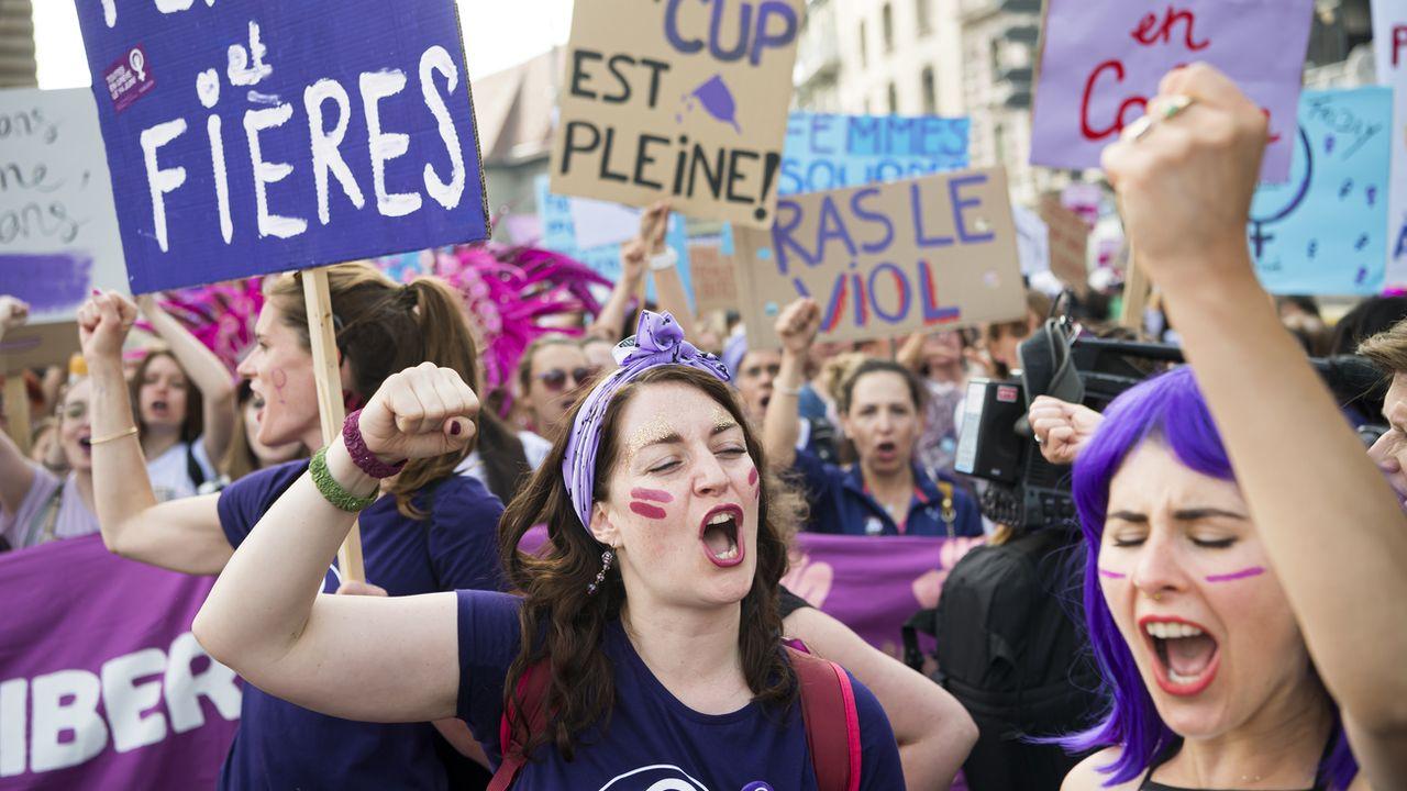 Des manifestantes à Lausanne pour la grève des femmes le 14 juin. [Jean-Christophe Bott - Keystone]