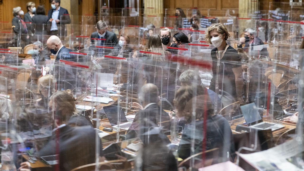 Le National refuse d'inscrire une date de réouverture dans la loi Covid-19. [Alessandro della Valle - Keystone]