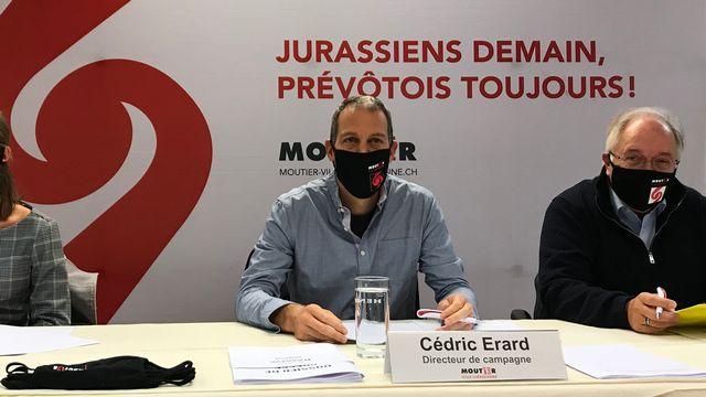 Le comité de Moutier Ville jurassienne devant la presse vendredi. [Alain Arnaud - RTS]