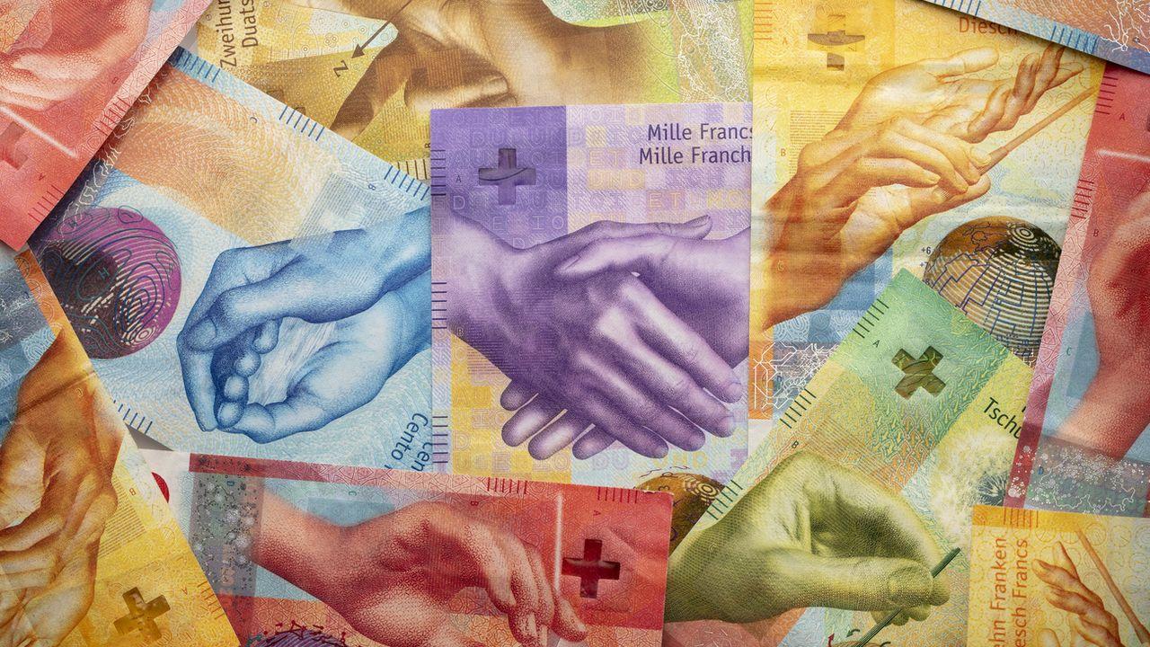 La crise provoquée par la pandémie de coronavirus n'a pas impacté les salaires et bonus versés aux patrons des grandes entreprises cotées en Suisse, selon le relevé des rétributions attribuées en 2020 compilé par AWP.  [GAETAN BALLY - KEYSTONE]