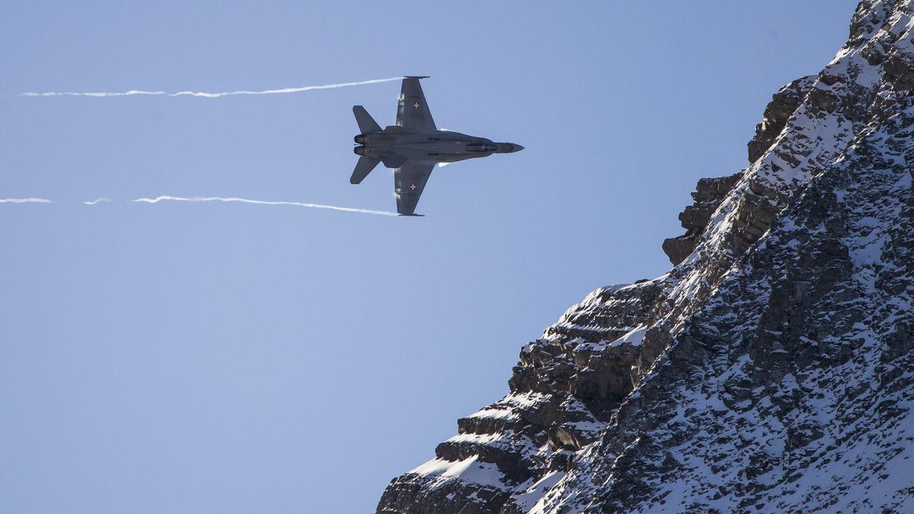 Les chutes de neige parfois importantes des derniers jours ont encore renforcé le danger d'avalanches sur le versant nord des Alpes. [CHRISTIAN MERZ - KEYSTONE]
